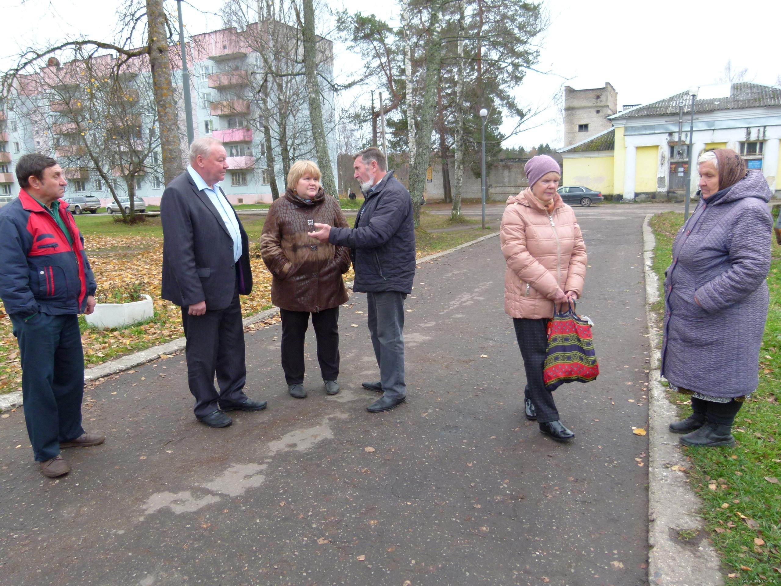 17 жителей Гдовского района пришли на депутатский приём к Владимиру Яникову